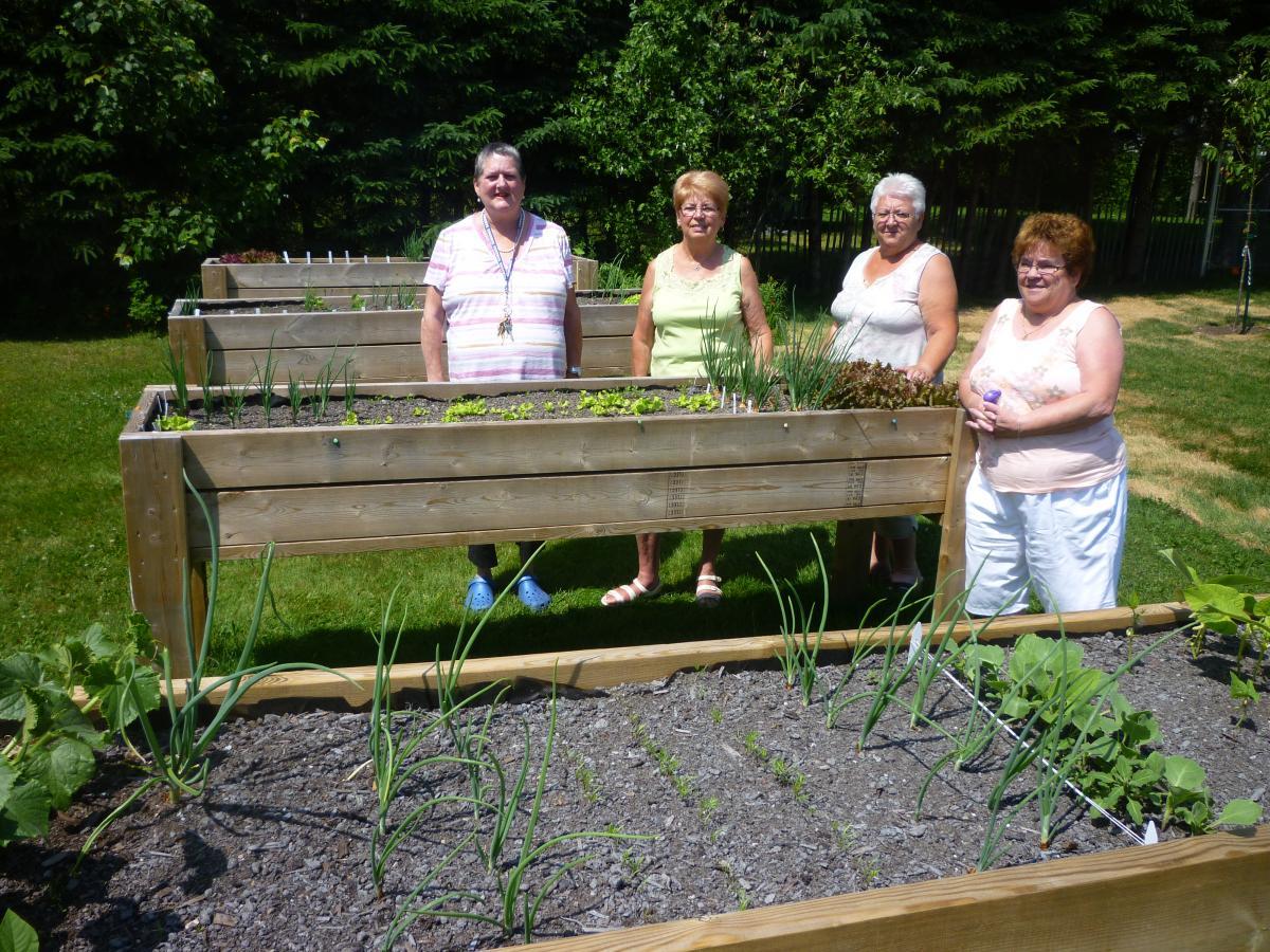 Pont rouge on passe l 39 t au jardin f d ration des for Au jardin conseils en jardinage